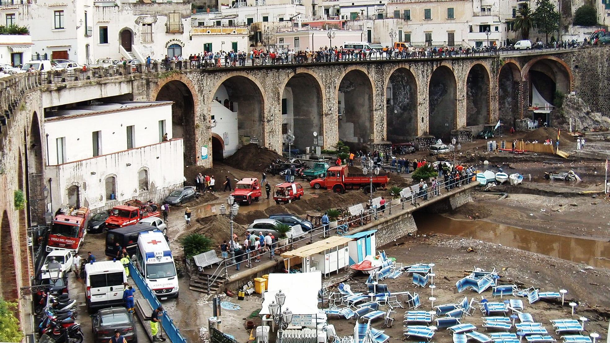 2010: Большая трагедия в маленьком городе