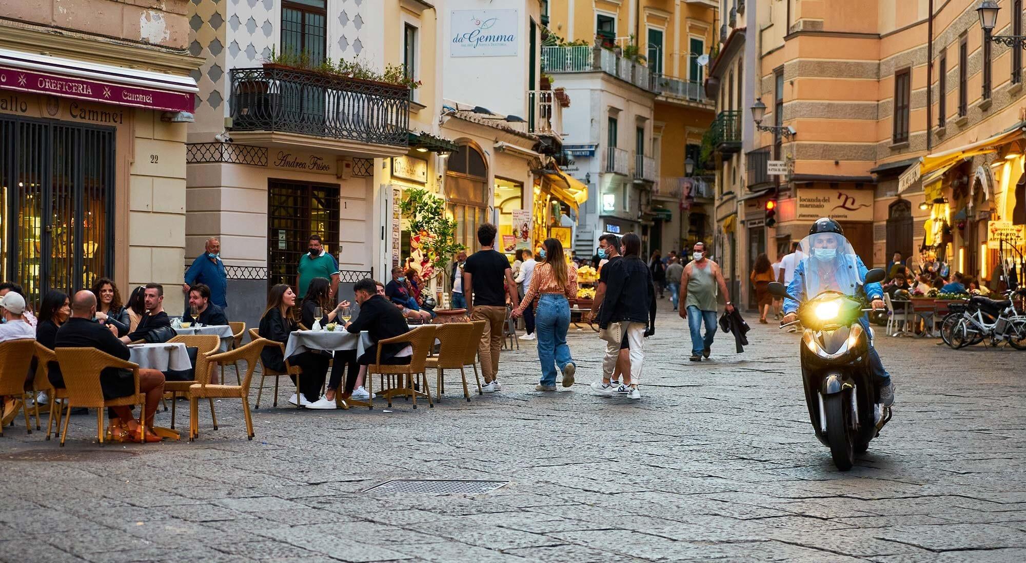 Street-of-amalfi-with-moto.jpg